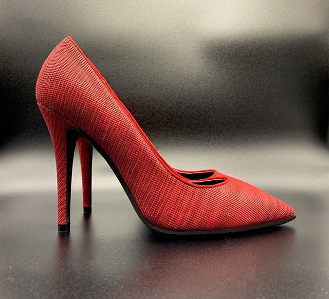L eleganza della nostra EGLE in rosso, pronta per @danielamartani 🤩 presto sarà ai suoi piedi! 😉😉😉😉💕 #vegan #veganitaly# #woodshoes #madeinitaly #fattoamano#vigevano #milano#blogger#wood #veganporn #shoes #fashionstyle #fashion #eleganza #pornshoes #new #creazioniartigianali #veganbrasil #riodejaneiro#heels #redshoes #roma #ecosostenibilità #ecosostenibile #ecofashion #vigevano #tacco100