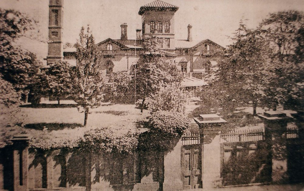The Alexandroffsky estate's Hollins Street Entrance (now Little Lithuanian Park), across from the F. Knapp Institute School for the Deaf (now the Lithuanian Hall) circa 1900