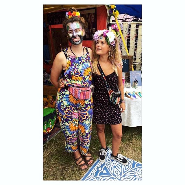 summer time throwback 🌟🌞🌟🌞🌟🌞♥️ @yasminaalba #summer #festivals #beautifuldays #devon #glitter #festivalstyle
