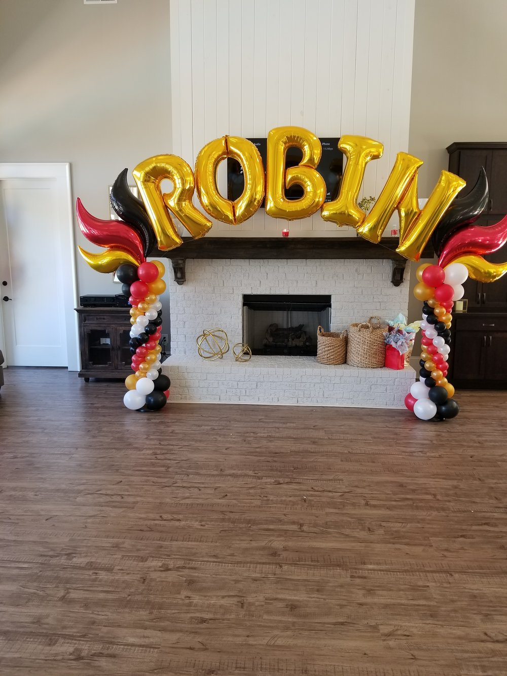 Letter balloon arch with columns.jpg