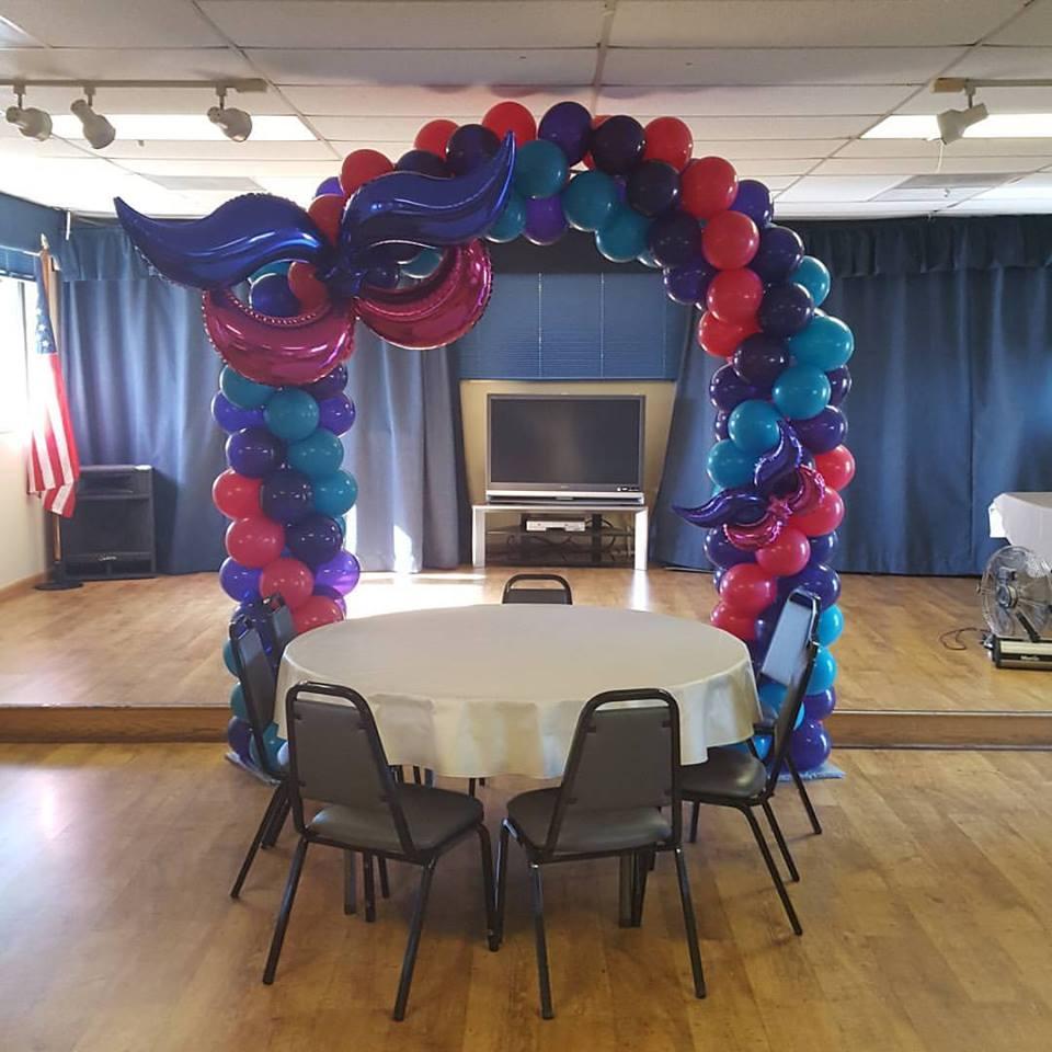 Mardi gras balloon arch.jpg