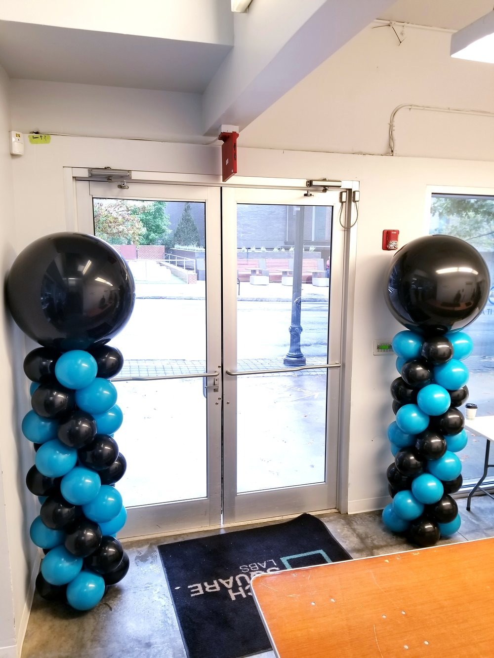 Teal balloon columns.jpg