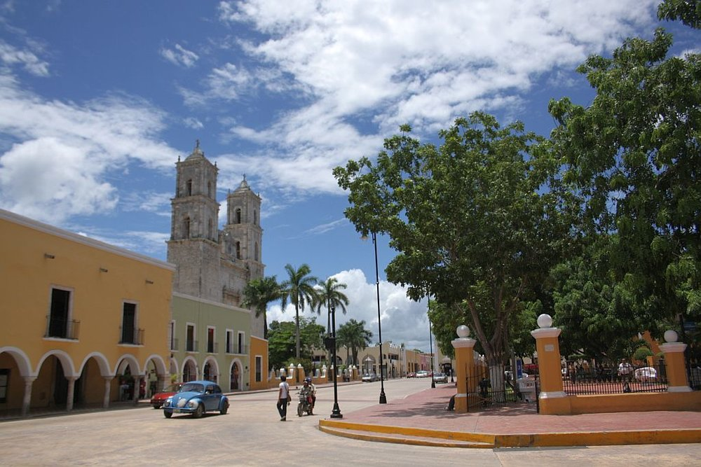 1-valladolid-mexico-cathedral-and-town-square.jpg