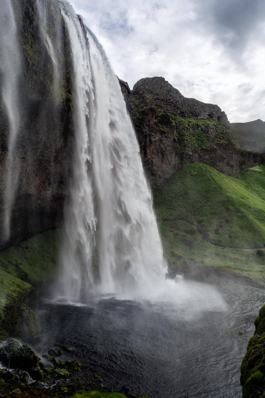Seljalandsfoss Waterfall different side small.jpg