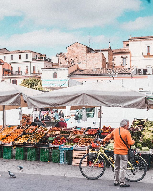 A farmers market in Abruzzo that stole our hearts 💘 That day, we bought pumpkin, turnip greens, garlic, and cooked lupini beans to snack on while walking around. This particular market was situated among a medieval aqueduct, so it was particularly stunning.  There are still some spots open for our retreat in Abruzzo this coming fall, all the info is in the link in our bio :)