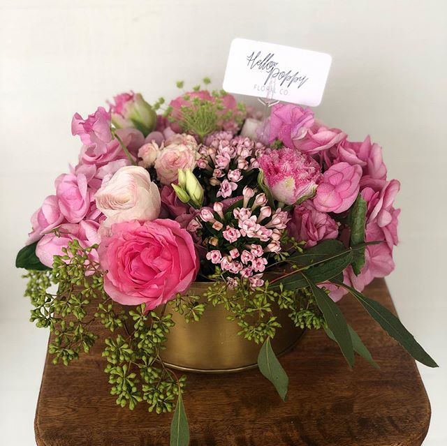 This week has been a busy one and it's wrapping up with a bang! Here's a little something pretty and pink to start your Easter weekend! 🌷🌸🐰 #dallasflorist #givehellopoppy