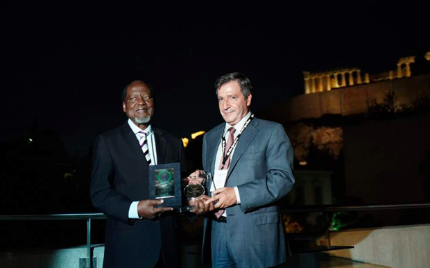 A glamorous reception at the Acropolis Museum welcomes the former president of Mozambique with a view of the Pantheon.  Source: Ekathimerini