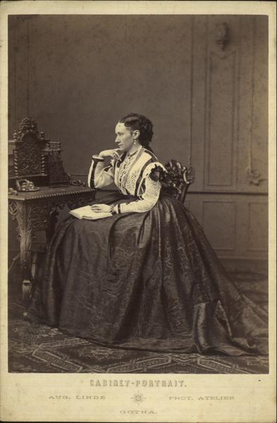 Cabinet photograph, Aug Linde (photographer), 1850-1860, from the Manchester City Galleries