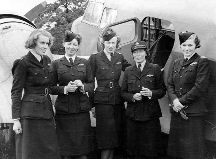 ATA personnel Lettice Curtis, Jenny Broad, Audrey Sale-Barker, Gabrielle Patterson, Pauline Gower.