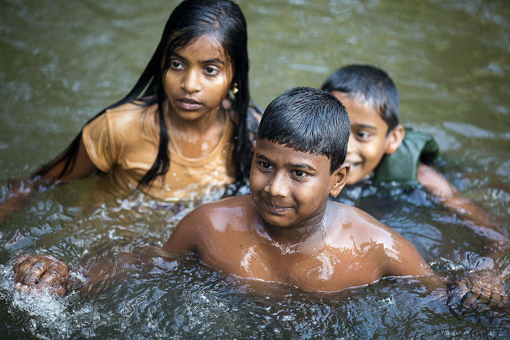 kids_swimming_backwaters_003.jpg