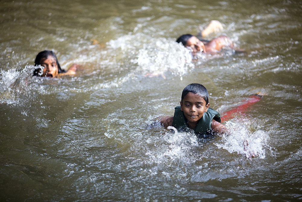 kids_swimming_backwaters_005.jpg