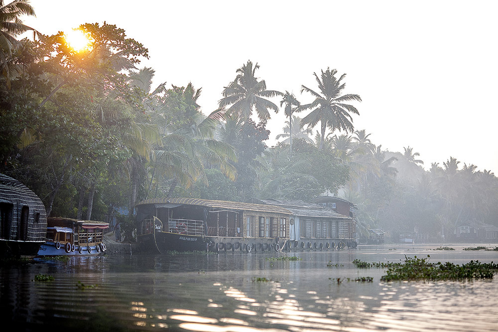 house_boat_banks_backwaters.jpg