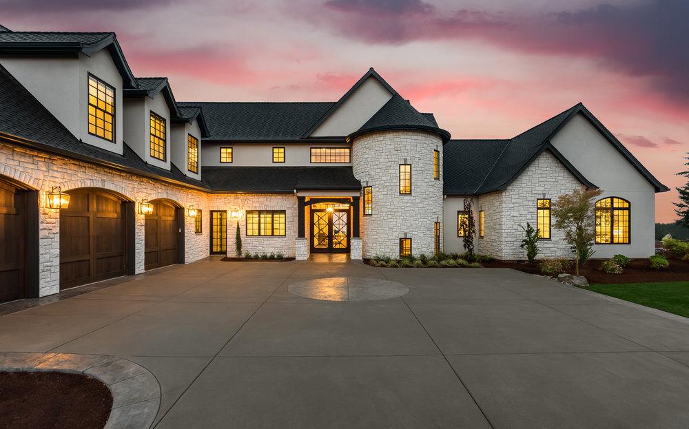 Stunning-luxury-home-exterior-at-sunset-682432560_4000x2491.jpeg