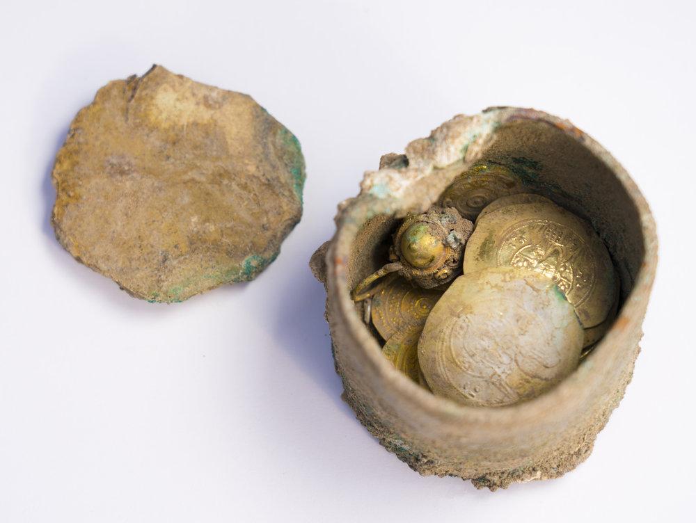 Caesarea Maritima, the bronze pot with gold earring inside  Photo: Yaniv Berman,  courtesy of the Caesarea Development Corporation