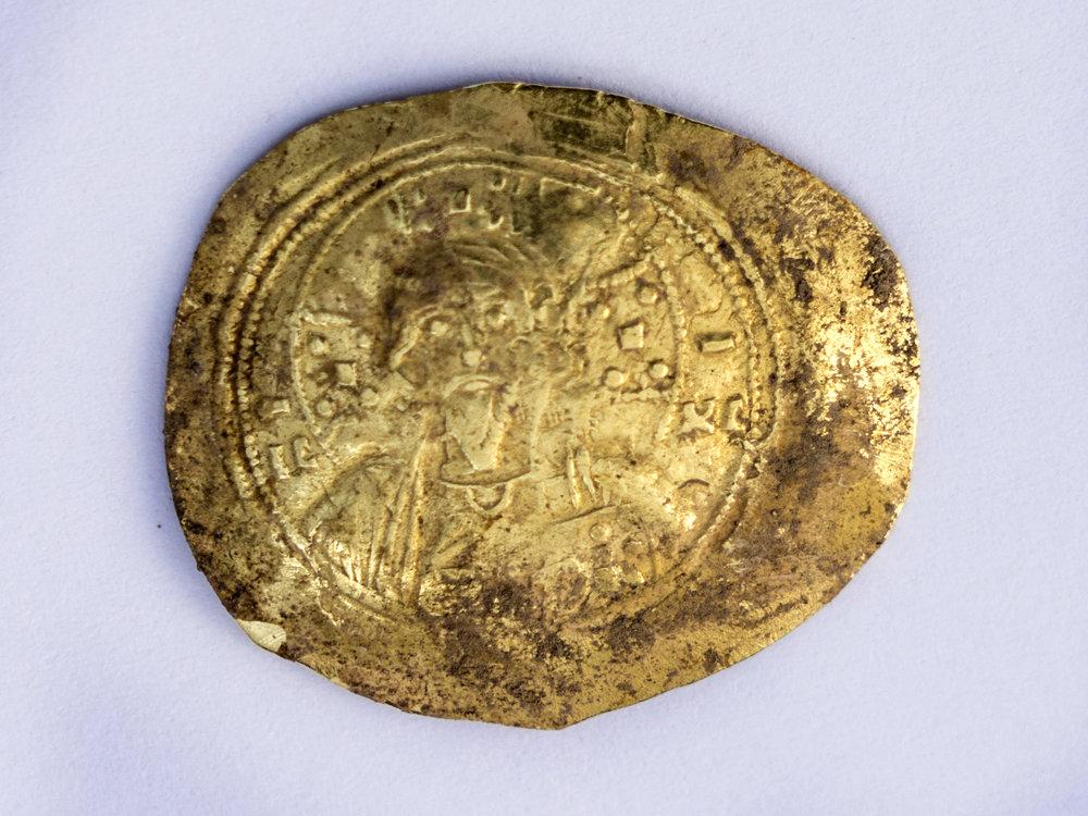 "Gold coin ""nomisma"" of the Byzantine emperor Romanos III (1028 – 1034 CE.  Photo: Yaniv Berman,  courtesy of the Caesarea Development Corporation"