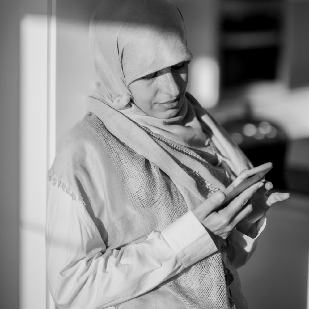 FaceWell muslim woman mobile access image.PNG
