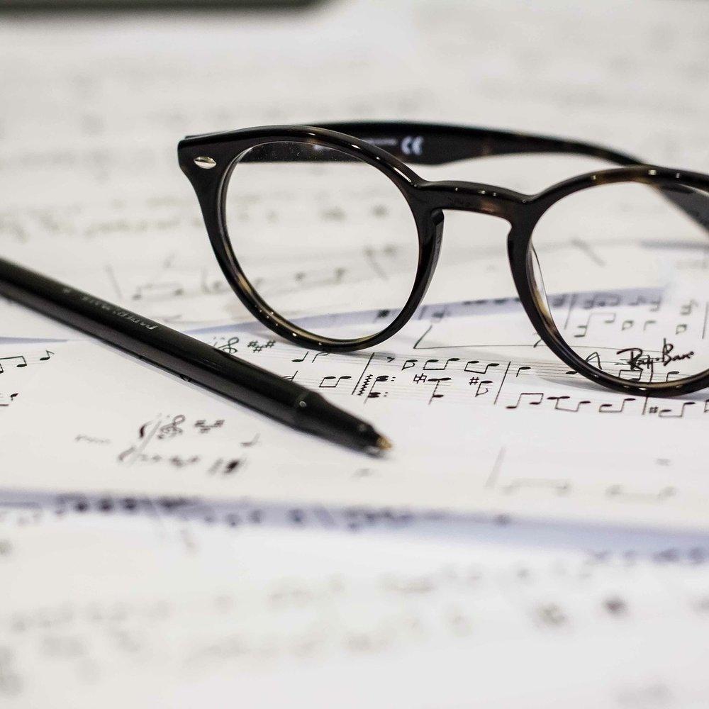 eyeglasses-1209707_1920.jpg