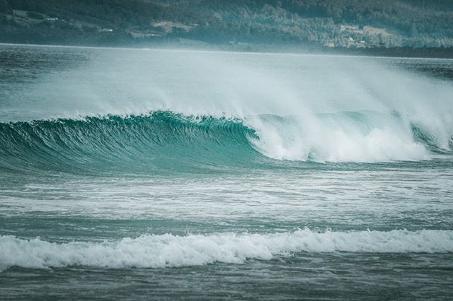 The surf is, evidently, up, dude 🏄♀️🏄♂️ . . #showusyourbruny #surfsup #brunyislandtas #radical #gnarly #surf #australiansurf