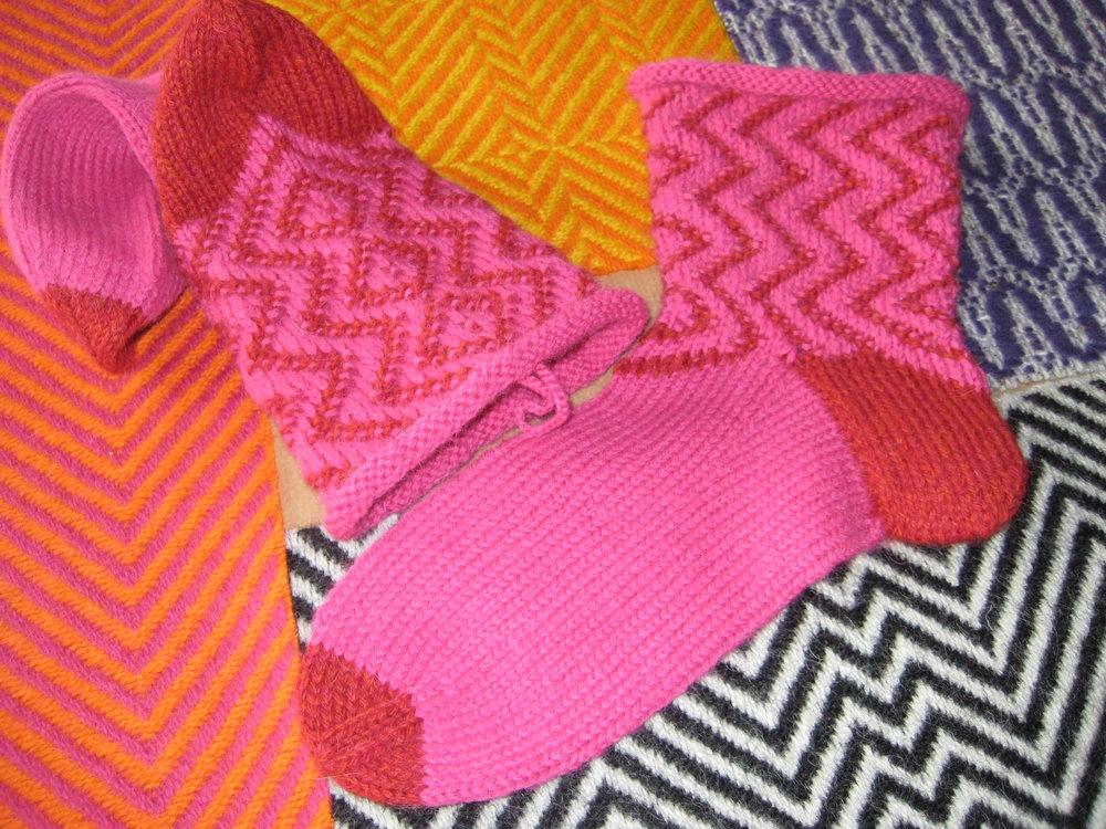 Sikksakk-sokken er inspirert av dei vovne OP Art-stoffa frå 1960-talet.