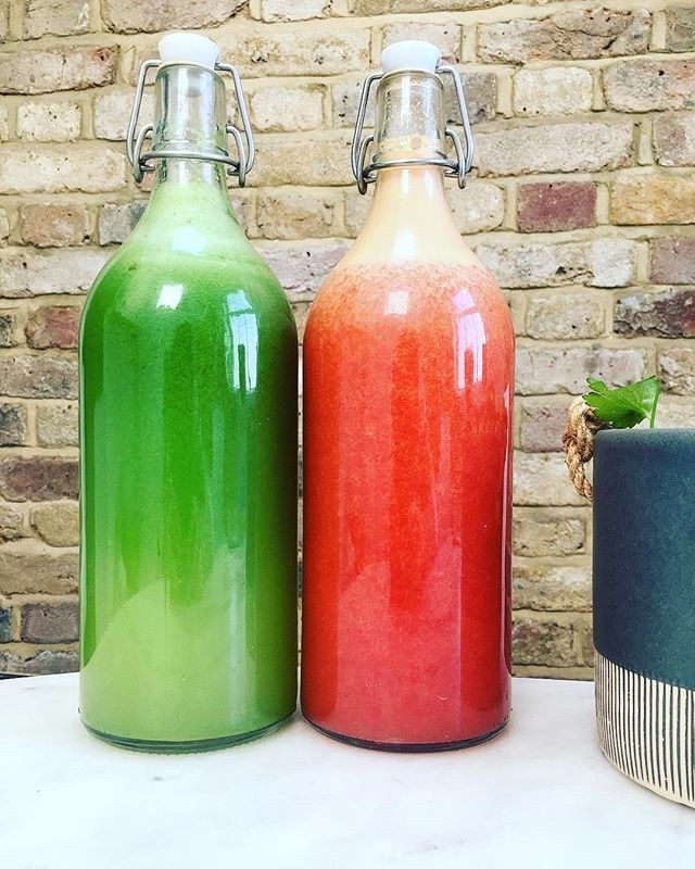 Parasitic & fat flush juice (right) made with grapefruit, orange, lemon & ginger. Also a great pre workout juice taken first thing before my HIIT workout, followed by cellular cleanse juice with celery, cucumber, coriander, parsley, lemon & ginger. A great combo to help flush fat lipids, parasites and toxins. #organic #juicecleanse #juicing #fatburner #healthylifestyle #juice #green #detox #healthiswealth