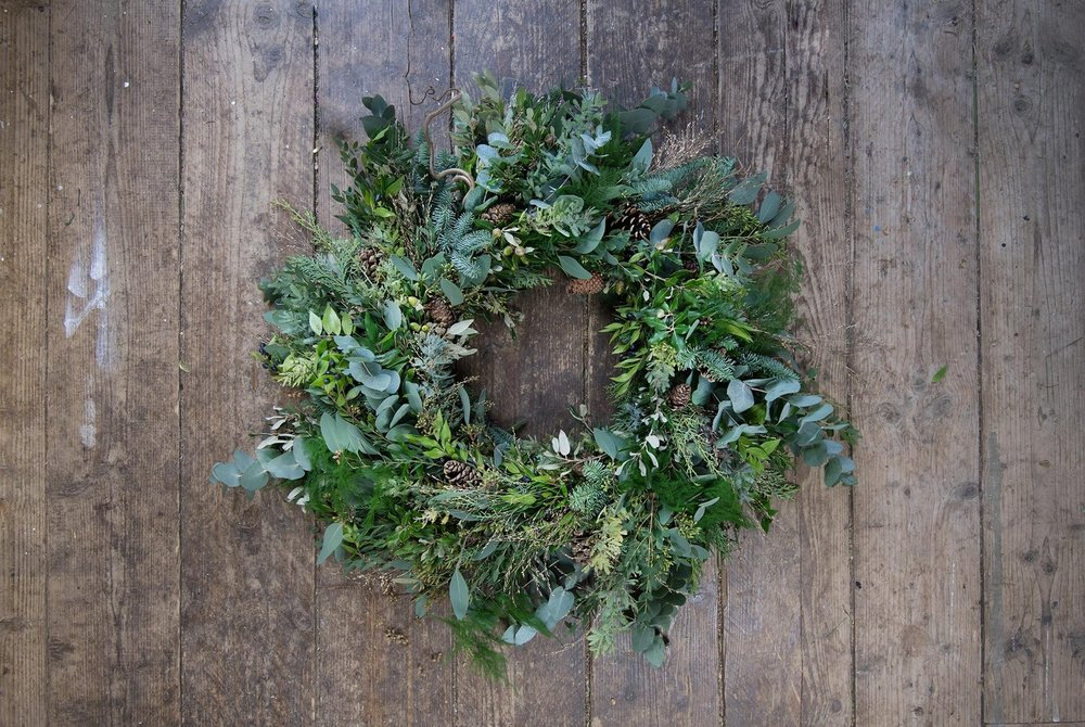 "WINTER WREATH - ""How to master a beautiful, traditional wreath,including every step, for year-round designs"""