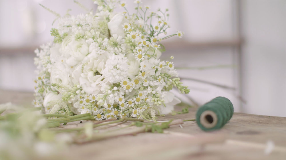 """HAND-TIED BOUQUETS & BUNCHES - """"I want to do everything possible to help florists feel excited and confident in their work"""" Philippa"""