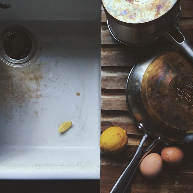 Anyone else still on pancakes? Just a single day dedicated to them doesn't seem like nearly enough (I'm on day 4...) 🍋 Happy Friday friends!x #mydirtysink