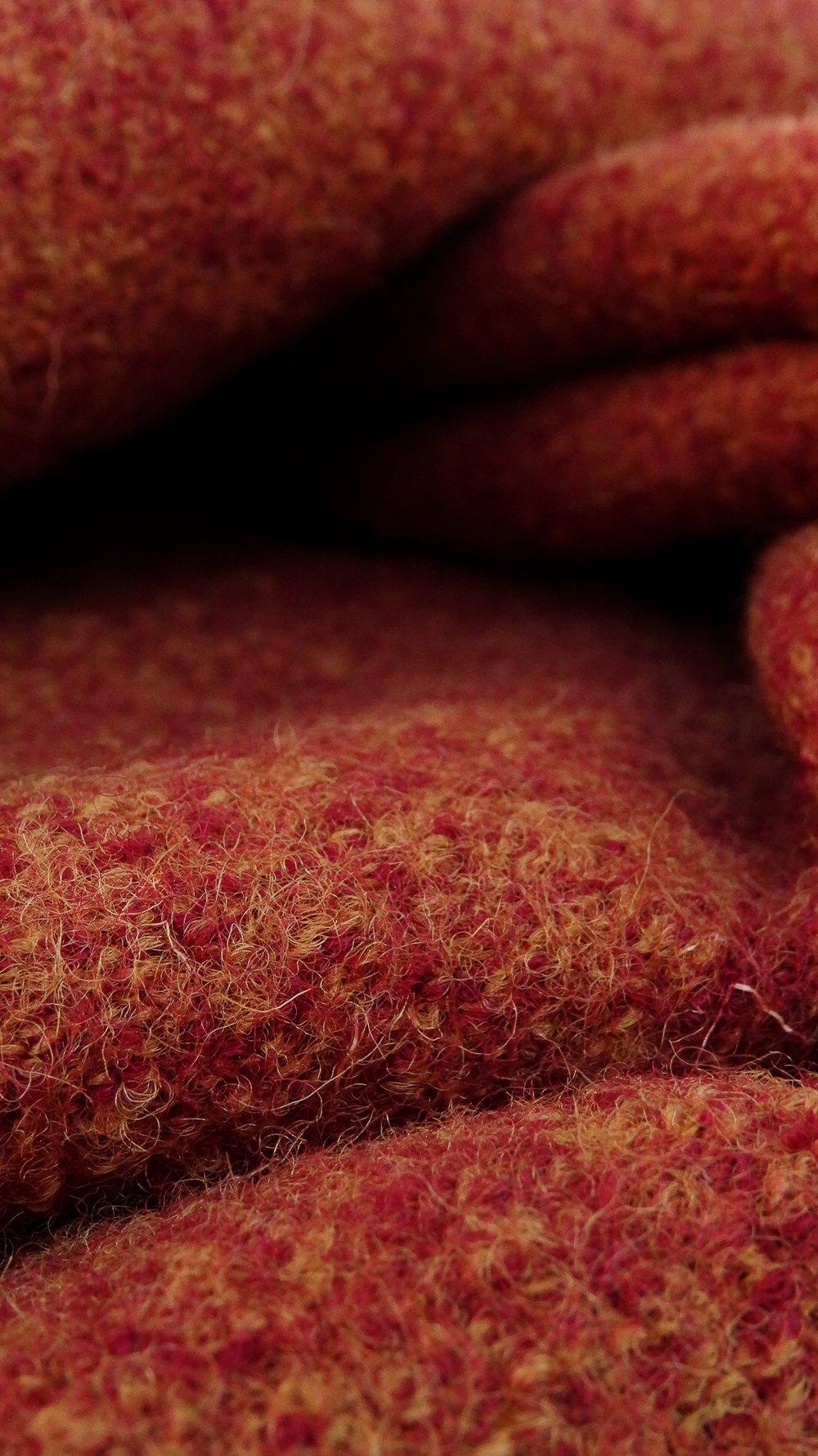 La Qualité àun Prix Attractif. - Avec plus de 600 références entreposées dans notre showroom et dépôt parisien, nous employons toute notre ingéniosité pour vous proposer des produits réguliers.Amoureux des matières naturelles nous vendons du Lin (voile, toile, bachette...), de la Laine (laine bouillie, velours de laine, drap de laine...), du Coton (popeline, denim, twill, velours...), de la Maille (molleton, jersey, bord-côte...), de la Soie (crêpe, georgette, dupion...). mais également une sélection de tissus Synthétiques (fausse fourrure, faux mouton, doublure satinée...) afin de satisfaire tous les goûts et toutes les bourses.Nos tissus sont essentiellement unis avec de larges gammes de couleurs et de poids, nous vendons néanmoins des tissus originaux fantaisies (motifs, imprimés, effets...) de façon permanente et périodique, en fonction des tendances et des saisons, nous évertuant à obtenir pour vous des étoffes de grande qualité au prix le plus juste.