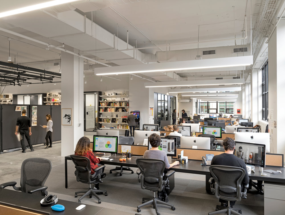 frog design - In 2016, multi-disciplinary design house frog design relocated to the tech triangle of Brooklyn. Their new space, with double high windows and an abundance of natural light, sought to enhance the company's culture of innovation and creativity.