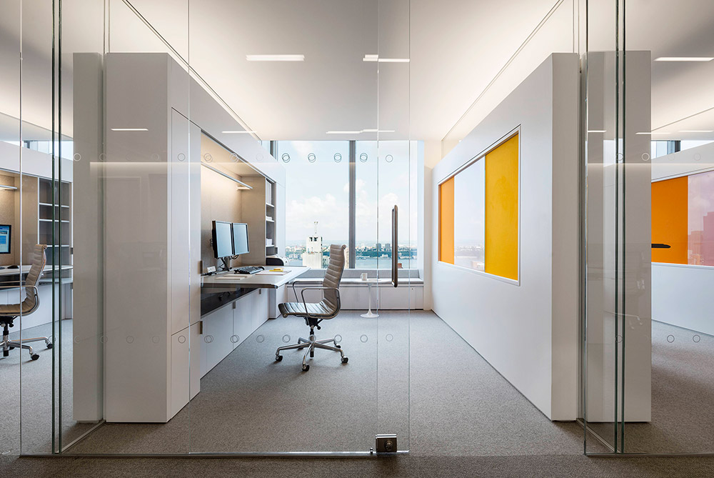 PRIVATE INVESTMENT MANAGEMENT FIRM - In 2014, a private investment management firm sought out a new workstation standard for its New York City headquarters. Despite recent workplace trends shifting towards primarily open plan offices, the client wanted a significant portion of its staff to retain private offices.