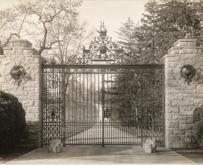 Bronze Main Entrance Gates to Zeeview .png