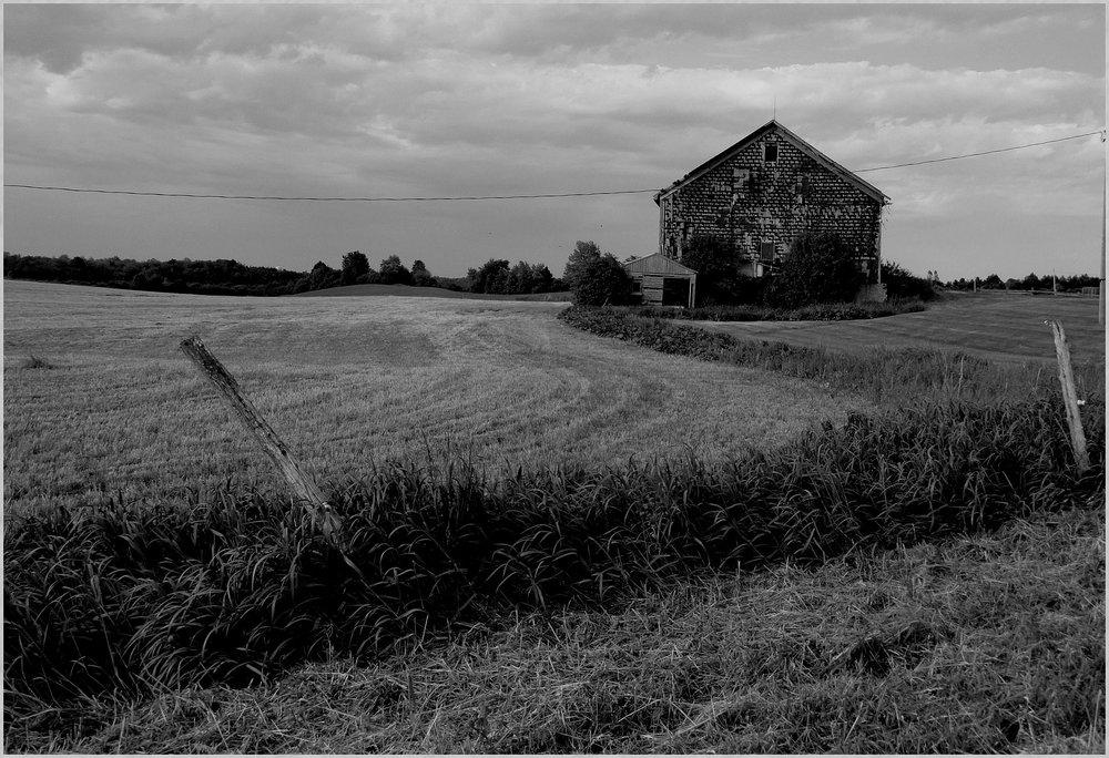 old-barns-289903_1920.jpg