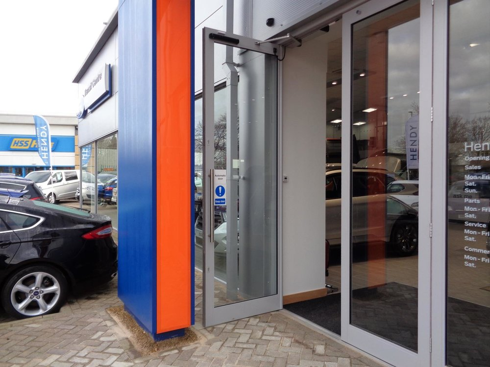 Electric entrance doors for the car dealership