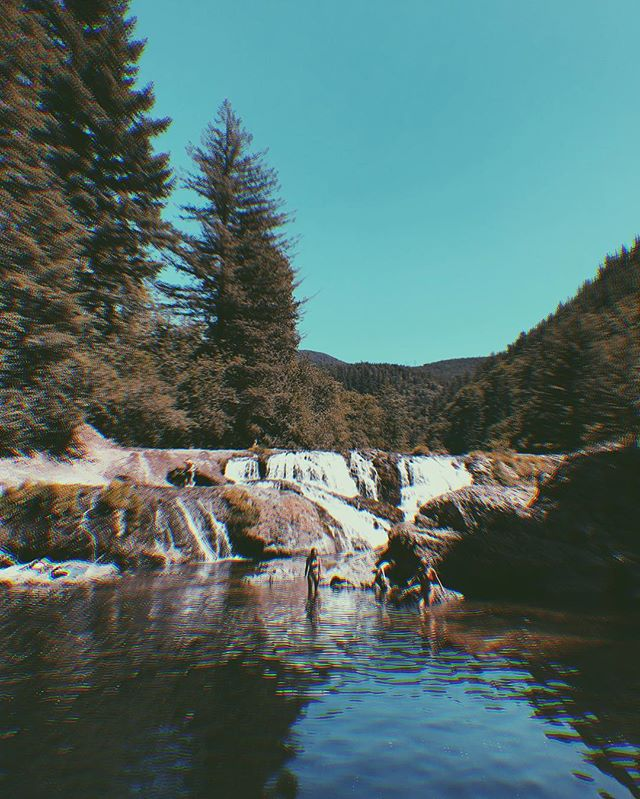 There are very few things I love as much as a good swimming hole. Swam by waterfalls and floated around in some rafts. • Besides being around good company, this is by far my favorite experience so far! • • #upcycling #upcycle #thrifters #thriftstorefinds #thrifting #embroidery #fblogger #thrifted #diy #craftblogger #embroideryart #upcycledclothing #fashiononabudget  #sustainablefashion #thriftblogger #creativityfound #diyblogger #clevelandblogger #secondhand #secondhandfirst #recycledfashion #thatsdarling #mybeautifulmess #portland #hiking #mthood #swimminghole