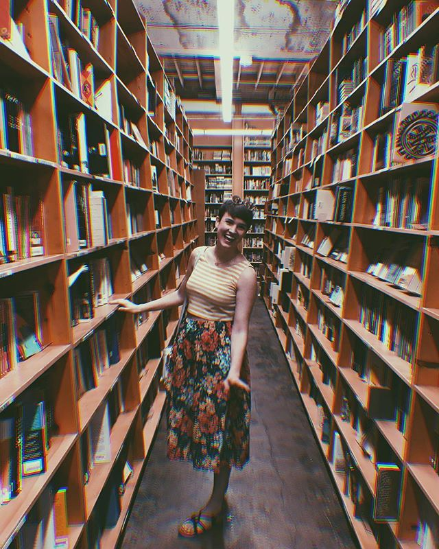 Just a very giddy girl is a giant book store. Every room had a different theme of floor to ceiling books. A happy place. • Completely thrifted outfit ❤️ skirt and shirt were each under 2$ - I've had these gems for years. • • #upcycling #upcycle #thrifters #thriftstorefinds #thrifting #embroidery #fblogger #thrifted #diy #craftblogger #embroideryart #upcycledclothing #fashiononabudget  #sustainablefashion #thriftblogger #creativityfound #diyblogger #clevelandblogger #secondhand #secondhandfirst #recycledfashion #thatsdarling #mybeautifulmess #portland #bookworm #mthood #powellsbooks
