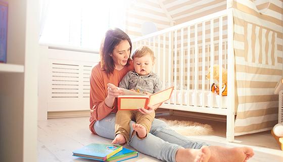 Derfor er det en god idé at læse højt for sine børn - Højtlæsning er et udbredt ritual i danske børnefamilier. Udover at være en hyggelig og afslappende aktivitet, særligt inden puttetid, har højtlæsningen gavnlige effekter for børn på en række andre punkter.
