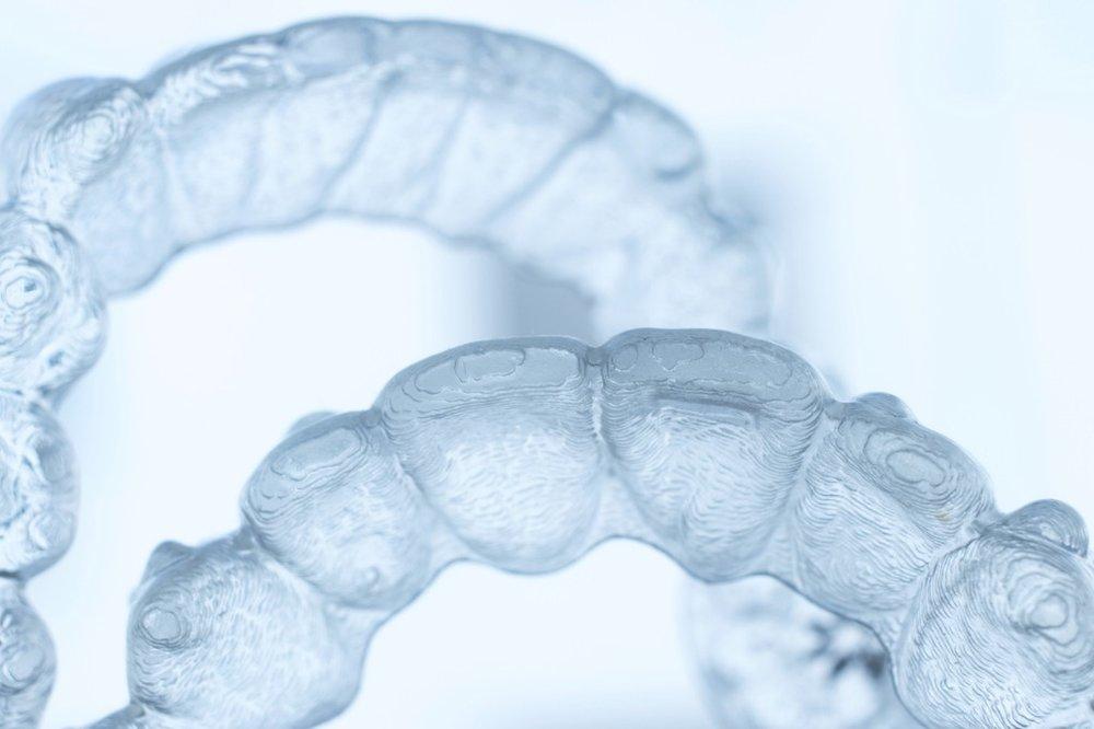 invisible-plastic-bracket-teeth-dental-aligner-orthodontic-picture-id1068054798.jpg