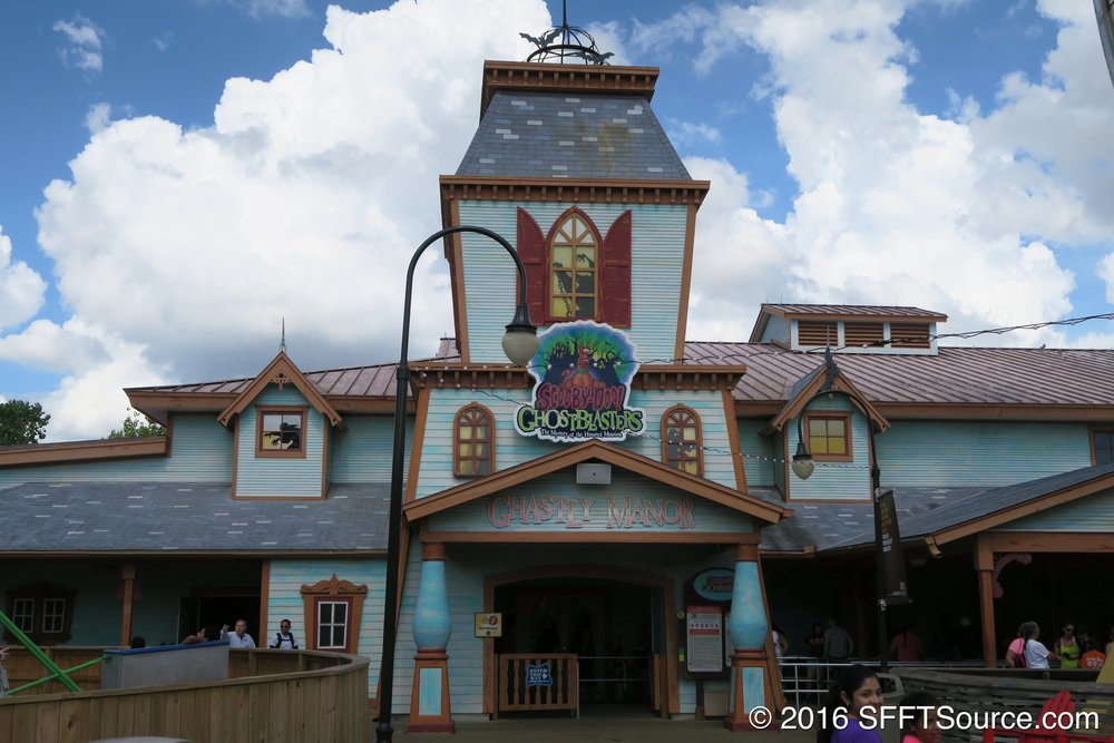 Scooby-Doo Ghostblasters is an indoor dark ride.