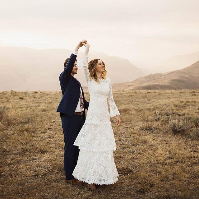 3 of my favorite things Light ✨ Love 💛 Mountains . . . #utahphotographer  #utahphotography  #Utahweddingphotography  #utahweddingphotographer  #montanaweddingphotographer  #montanaweddingphotography  #goldenlightbridals #montanaphotographer  #montanaphotography  #utahvalleybride  #utahbrideandgroom  #utahbride  #wildrootcollective  #wildhairandhappyhearts  #muchlove_ig  #junebugweddings  #weddingbee  #goldenhourlovers  #thenomadlovers #freespiritedbrides