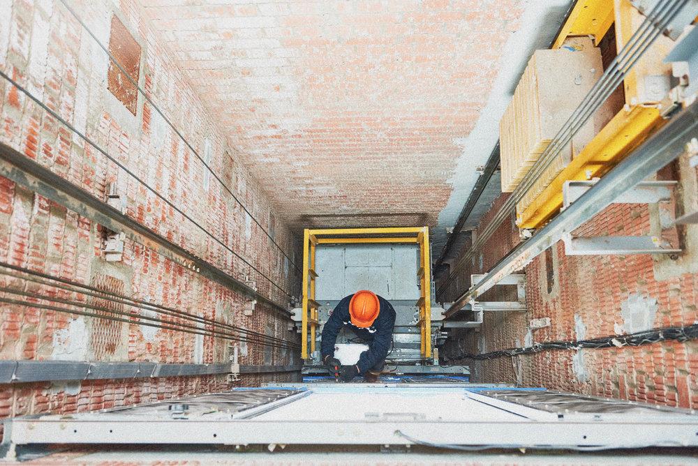 construction-worker.elevator_e.jpg