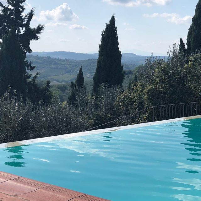 | OUT OF OFFICE | I'm spending some very rare time away on a girly holiday for one of my lovely friend's wedding in the Chianti Valley just outside Florence - blissful! See you all next week 😘 . . #outofoffice #destinationwedding #nofilter #friyay #fridayvibes #girlstrip #firenze #chianti #tuscany #thisisthelife #blissful #lookatthatview #infinitypool #rebeccabarnettweddingdesign