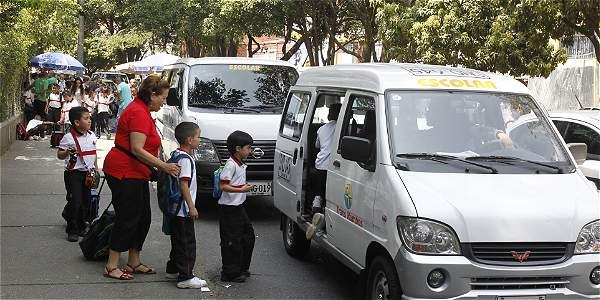 Children in Bogotá commuting to school. Photo credit: EL TIEMPO