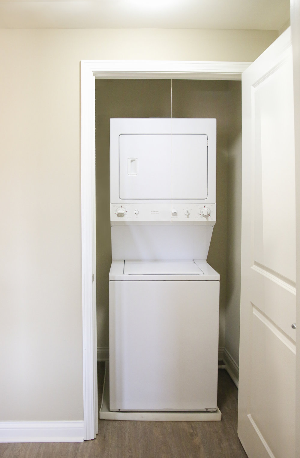 Full size washer and dryer in unit laundry nook