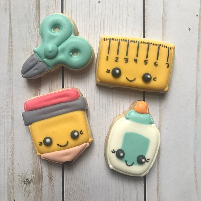 Sneak peek of mini's available at the cookie pop-up on Saturday. Details are on my Facebook page. I'll be posting more cookies today and tomorrow, with pricing.