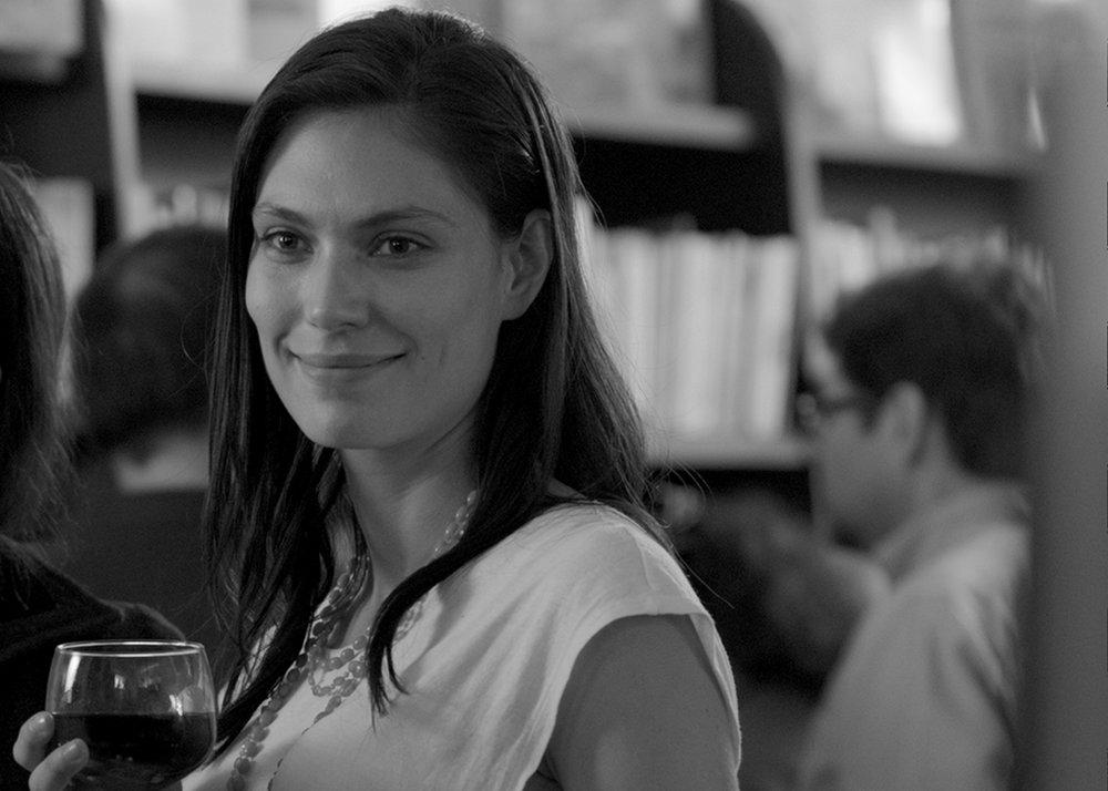 AGUJERO NEGRO - Diego AraujoEcuador / 2018 / 90 min / EspañolVIER 8 / OCHOYMEDIO SALA 1 / 20h00Temeroso de enfrentarse a la paternidad que se avecina y a la fecha límite de su tan esperada novela, un escritor se enamora de una mujer de 16 años, y escapa a una segunda adolescencia, alienando a su pareja y a quienes se preocupan por él antes de llegar a la edad adulta.