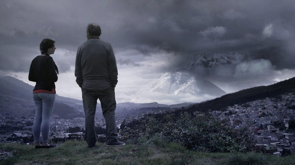 CENIZAS - Juan Sebastián JácomeEcuador / 2018 / 80 min / EspañolMIER 6 / OCHOYMEDIO SALA 1 / 18h00Con la repentina explosión de ceniza del Volcán Cotopaxi, Caridad, una joven de veintidós años de edad que vive sola en zona de riesgo volcánico, contacta a su padre de quien fue separada a los seis años de edad con el fin de refugiarse de una posible erupción violenta del volcán. Caridad y su padre comparten un día juntos; día en el que exploran la relación que nunca tuvieron y los sentimientos que reprimieron durante tantos años.