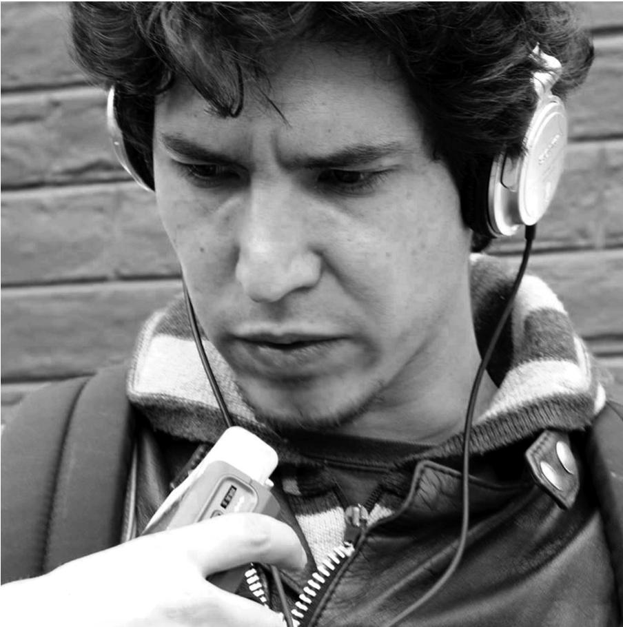 EMMANUEL BLANCHARD - Quito, 1984. Estudió Cine en la Universidad Paris Panthéon-Sorbonne (Francia). Produce y dirige cinco cortometrajes antes de ejercer como editor, colorista y post-productor cinematográfico en películas como Sin otoño, sin primavera (2012), La bisabuela tiene Alzheimer (2012), Alfaro vive carajo (2015), Instantánea (2016), Mi tí a Toty (2016), Siguiente Round (2017). Actualmente es productor asociado de La República Invisible, es miembro de la AETC e inicia el trabajo de su primer largometraje documental como director, Fiebre de motocicleta.