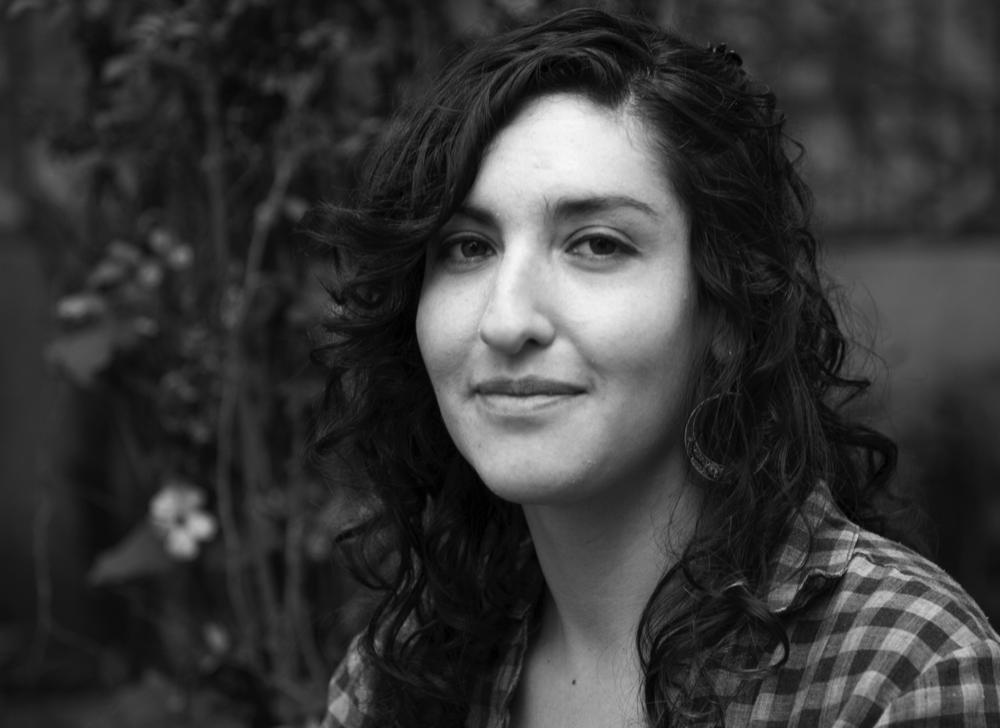 LUCÍA ROMERO - Lucía es directora de fotografía y productora con estudios en Cine y Artes Audiovisuales en la Universidad Nacional de las Artes de Argentina (UNA) y Dirección de Fotografía en la escuela argentina del sindicato de técnicos del cine (CFP- SICA). Es directora de fotografía de La Tola Box de Pável Quevedo, estrenada en salas ecuatorianas en 2014. También dirigió la fotografía de 16 cortometrajes de ficción y documental. Se destacan Borderliners (La Orquídea, 2011), Clown (La Habana 2009) y Revés (Irish Latin American Film Festival 2010). Es directora del cortometraje Sed (Premio a producción CNCine 2011, Competencia Oficial Festival de Mar del Plata 2014, Rencontres du Cinéma Sudaméricain de Marseille 2016, Festival Ventana Andina – Argentina y Bangalore Shorts Film Festival – India, 2015, entre otros).