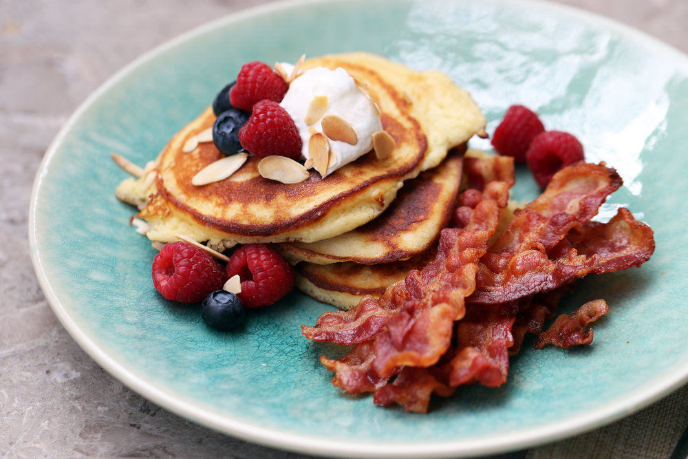 LOW-CARB ALMOND PANCAKES