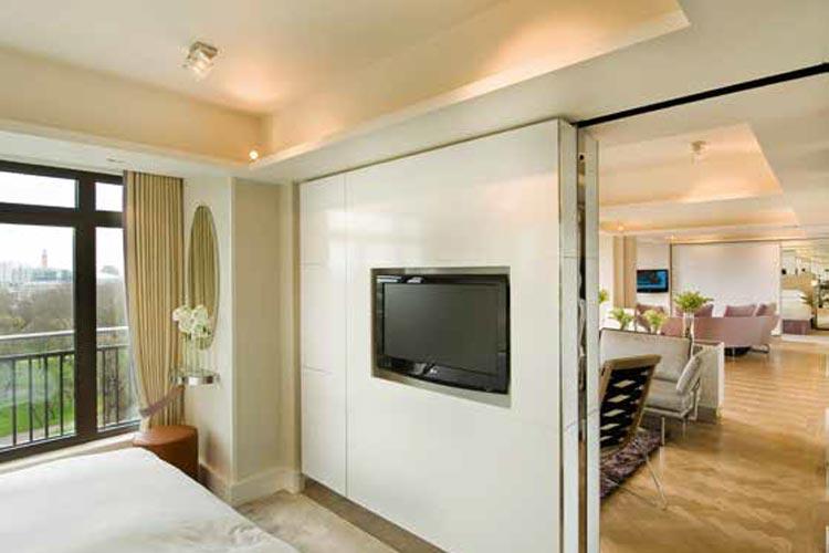 Luxury-Travel--p167-173_SuiteLife-10.jpg